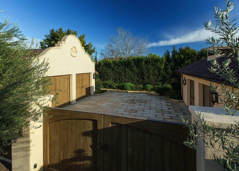 mediterranean-garage-exterior-driveway-gate
