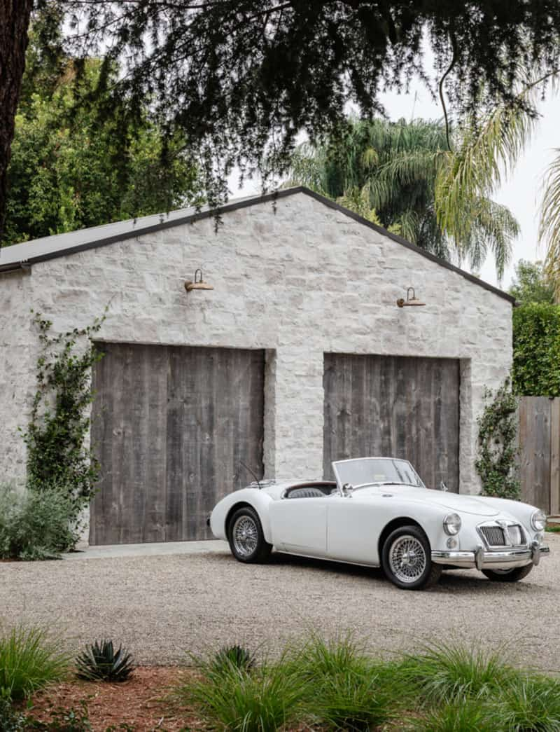 west-coast-style-home-garage-exterior