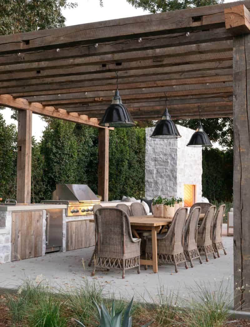 zapad-obala-stil-kuće-popločano-dvorište-na otvorenom-blagovaonica