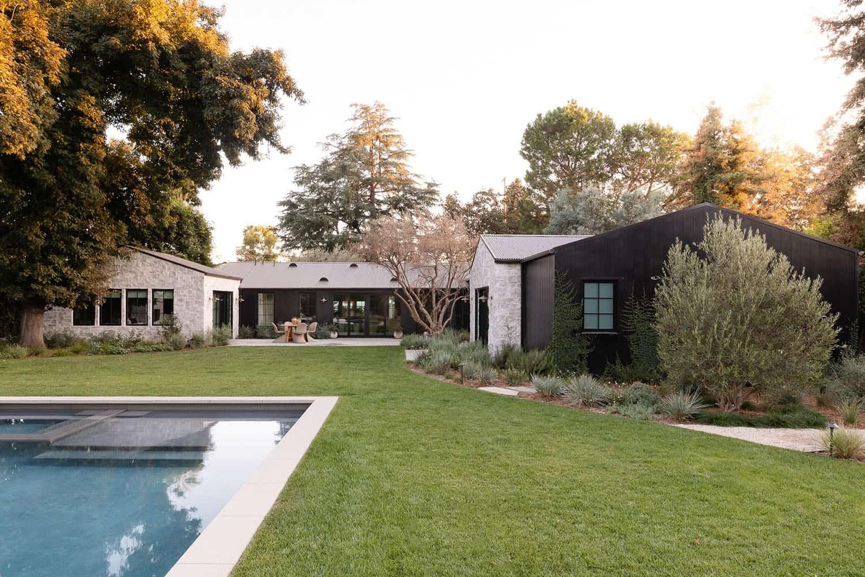dom-bazen-bazen u stilu zapadne obale