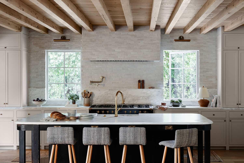 kuhinja u stilu zapadne obale