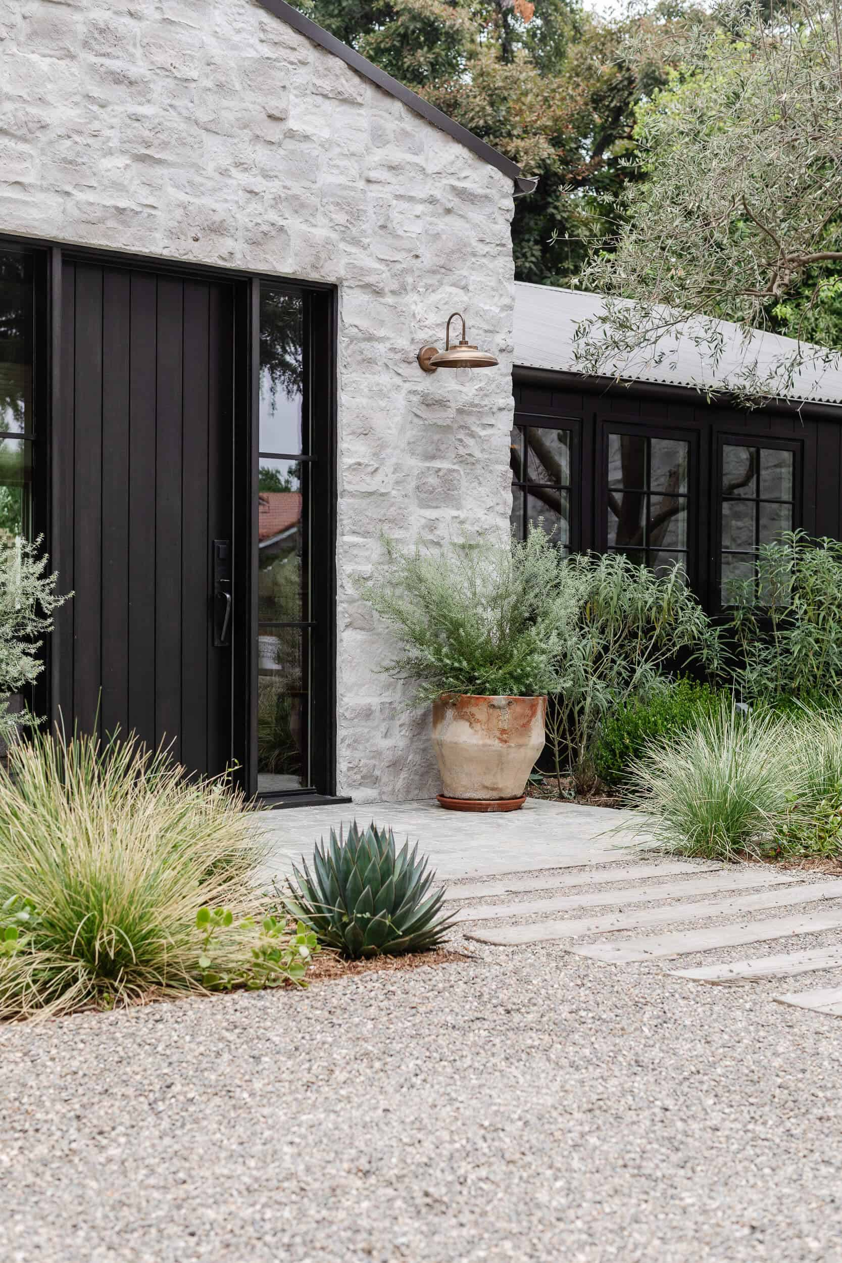 west-coast-style-home-entry