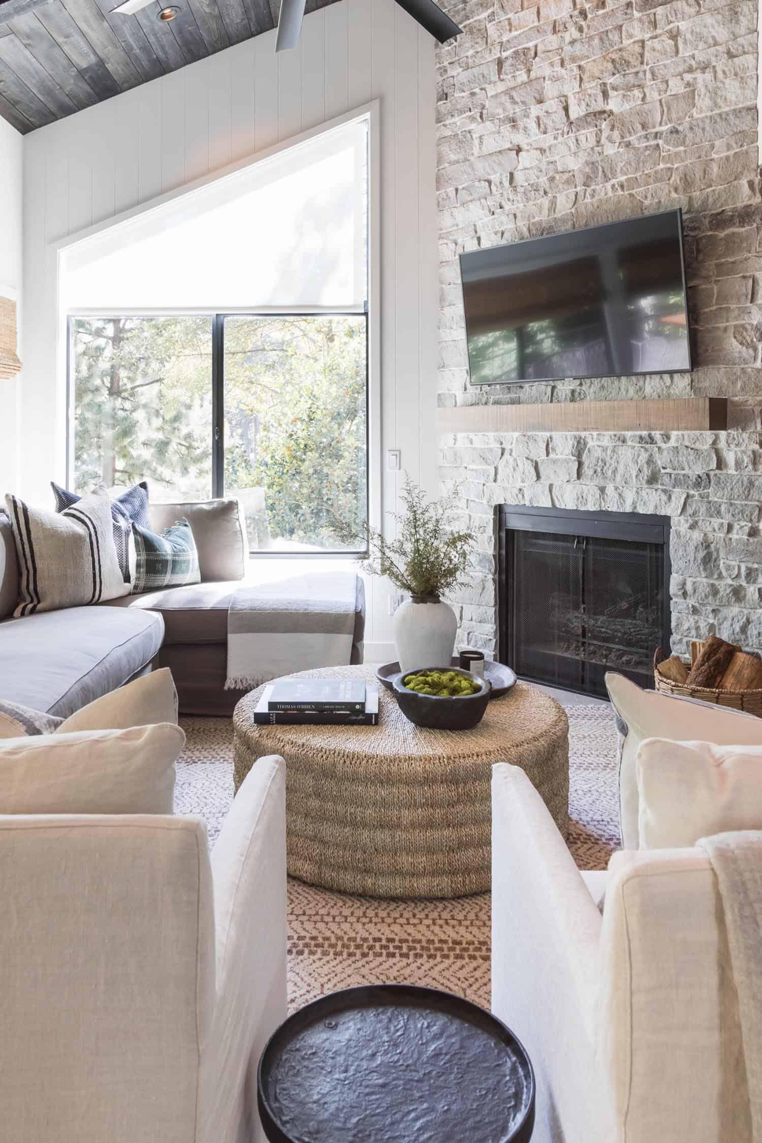 lakeside-cabin-living-room