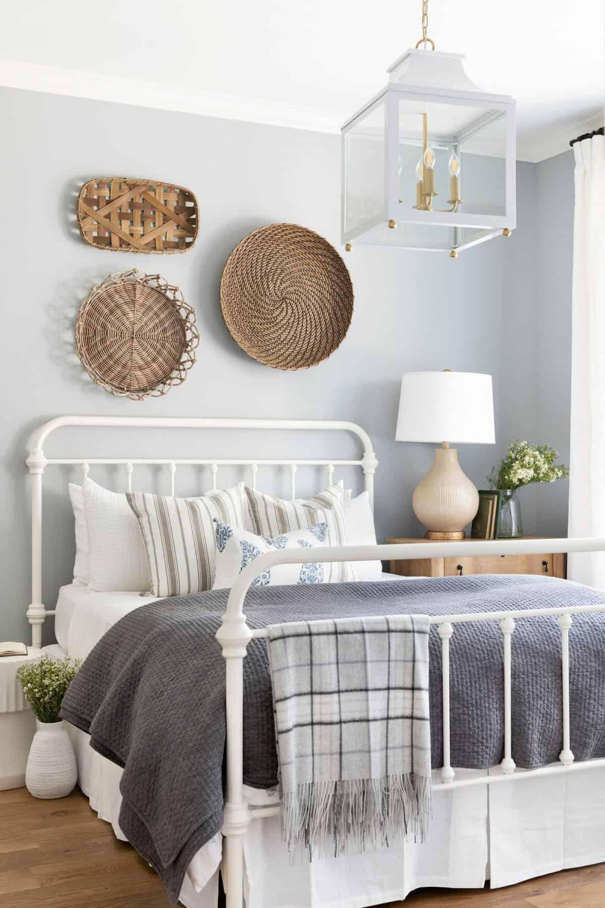 lake-house-bedroom