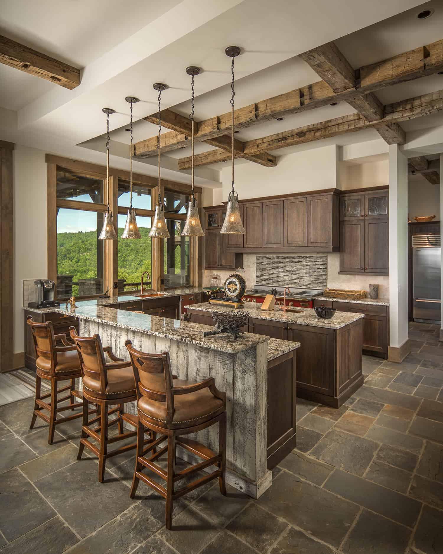 kuhinja u rustikalno-planinskom stilu