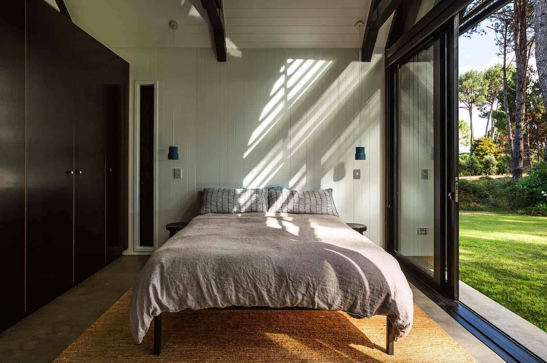 gable-cabin-retreat-bedroom