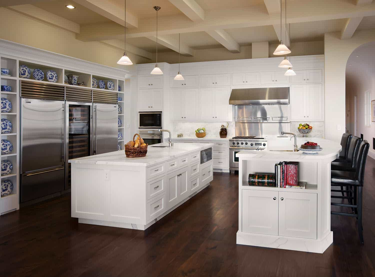 mediterranean-style-kitchen-and-casual-dining