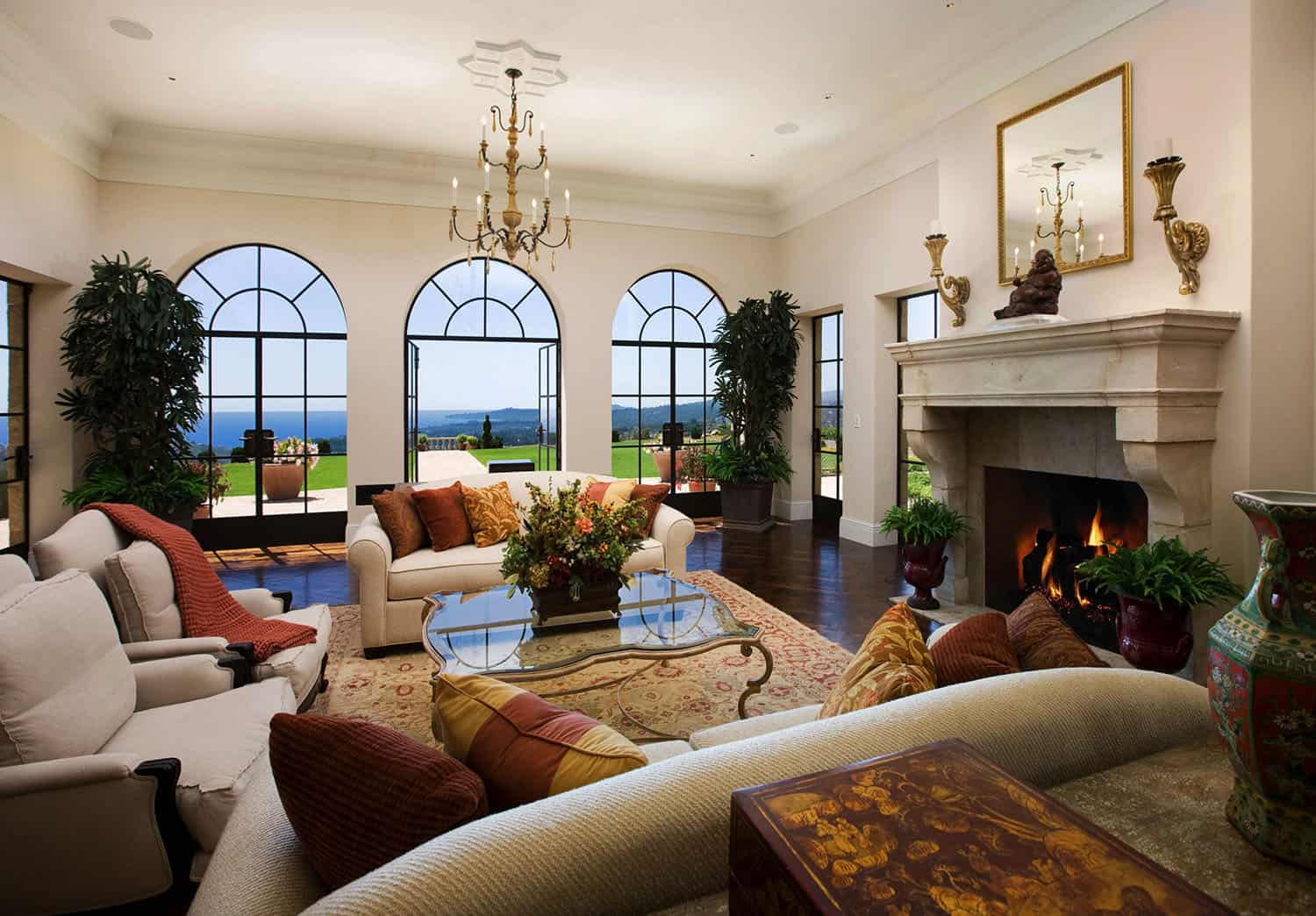mediterranean-style-family-room-and-fireplace