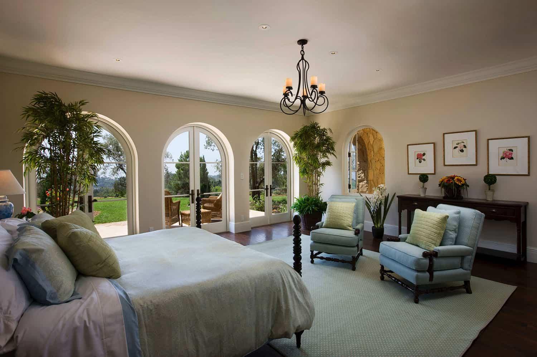 mediterranean-style-bedroom-and-patio