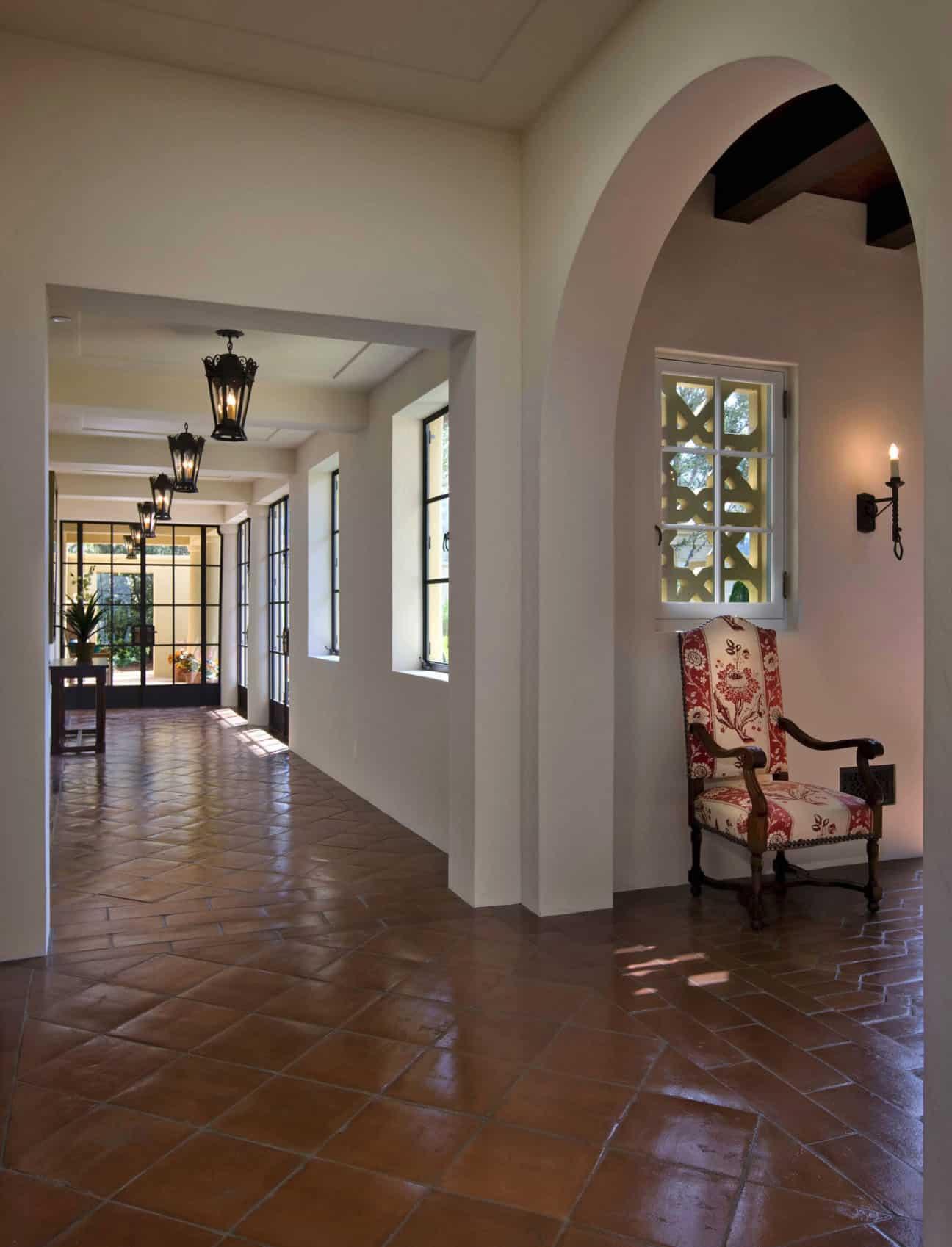 mediterranean-style-hallway