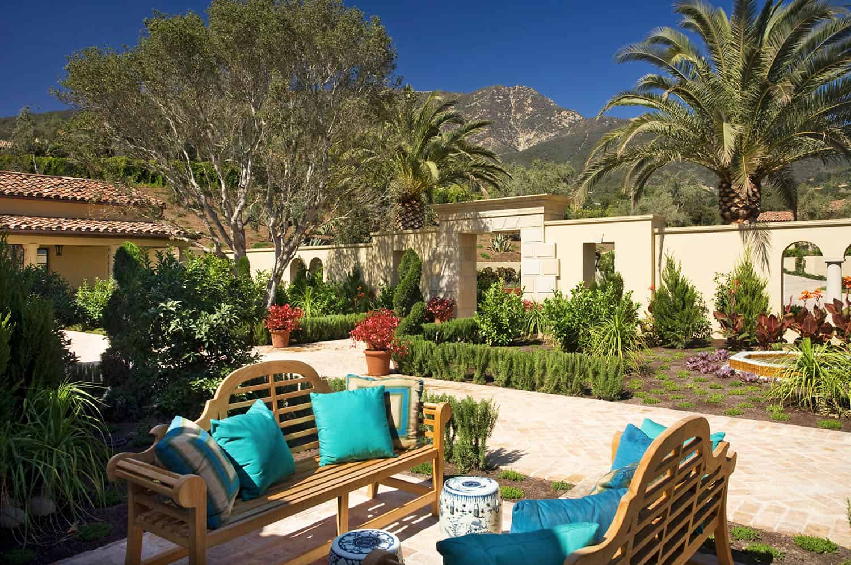 mediterranean-estate-patio-and-landscaping