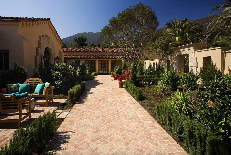mediterranean-estate-exterior-walkway-and-landscaping