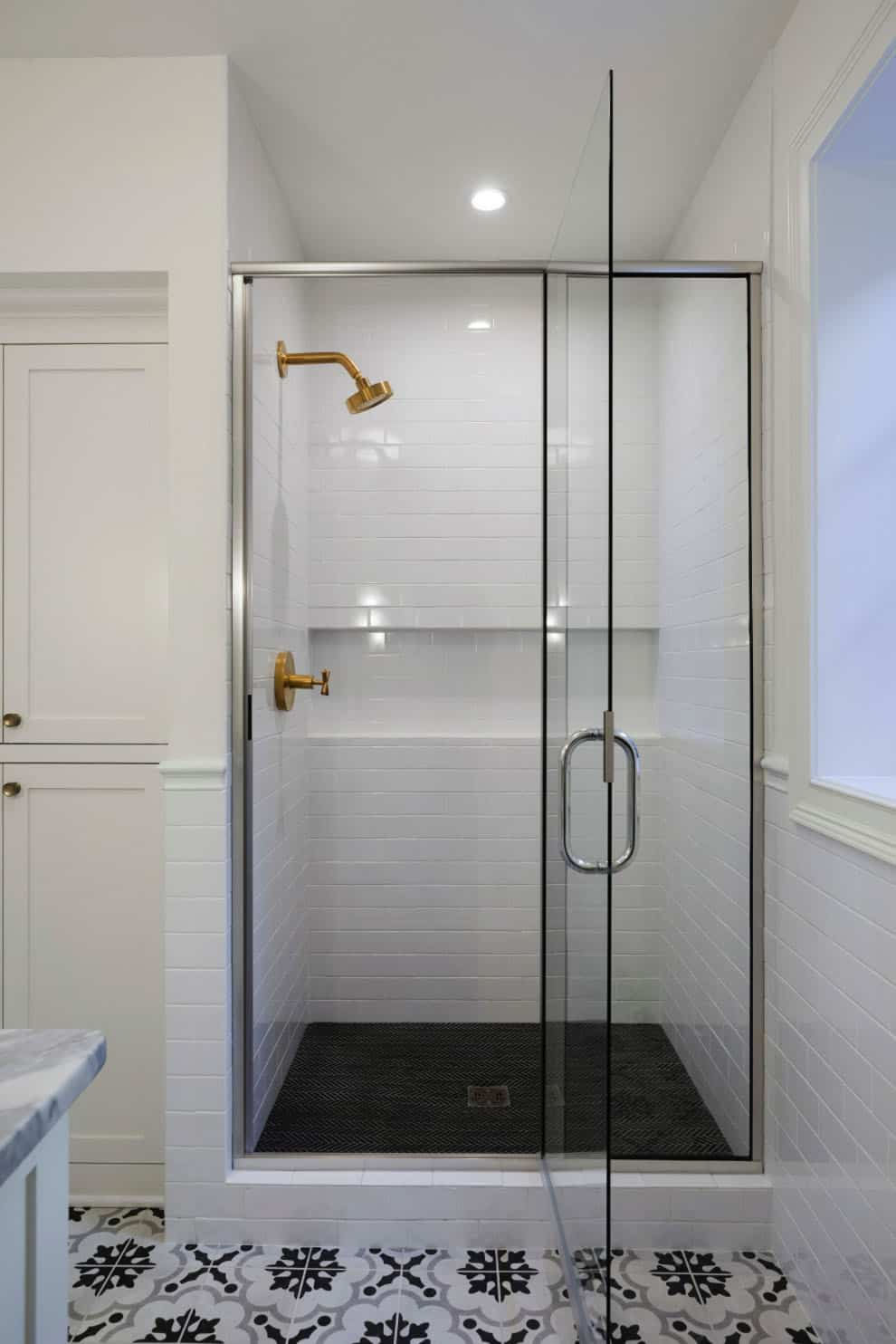 farmhouse-bathroom-shower