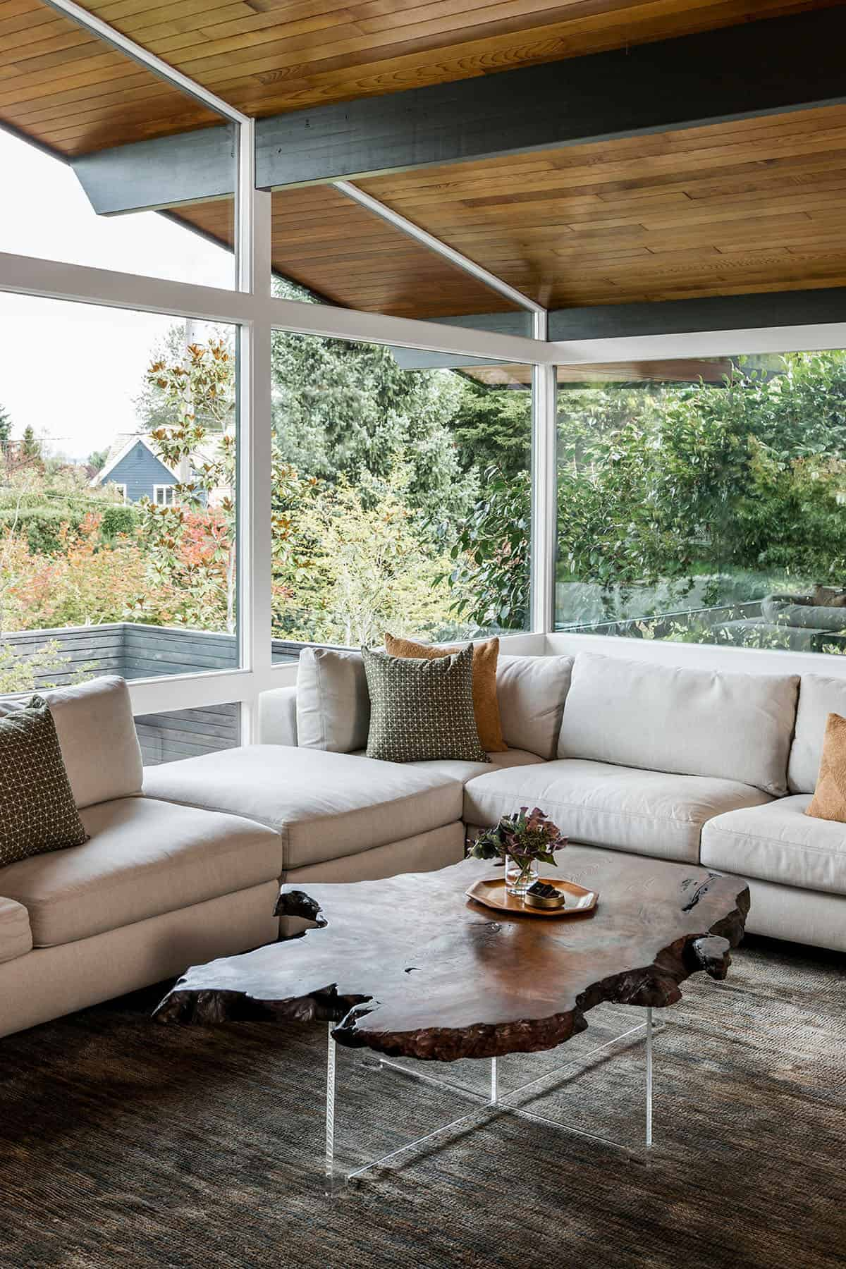 midcentury-ranch-style-living-room