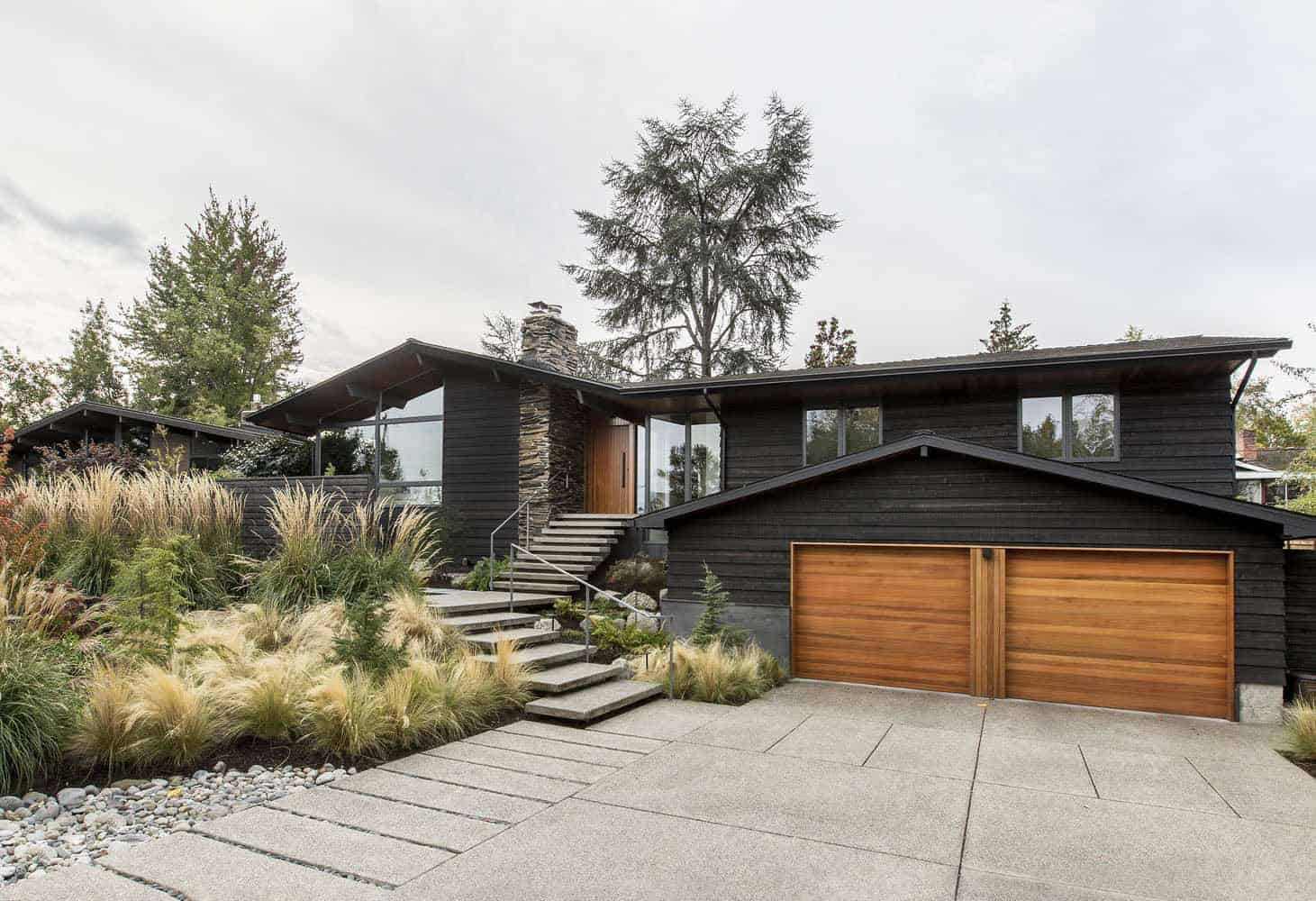 midcentury-ranch-style-house-exterior