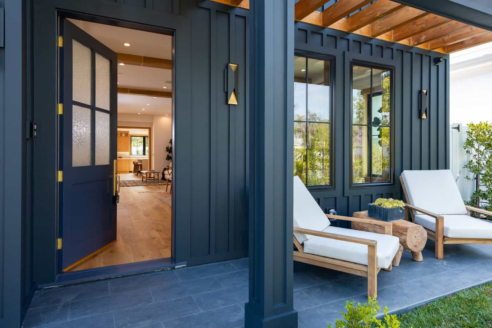 modern-farmhouse-home-entry