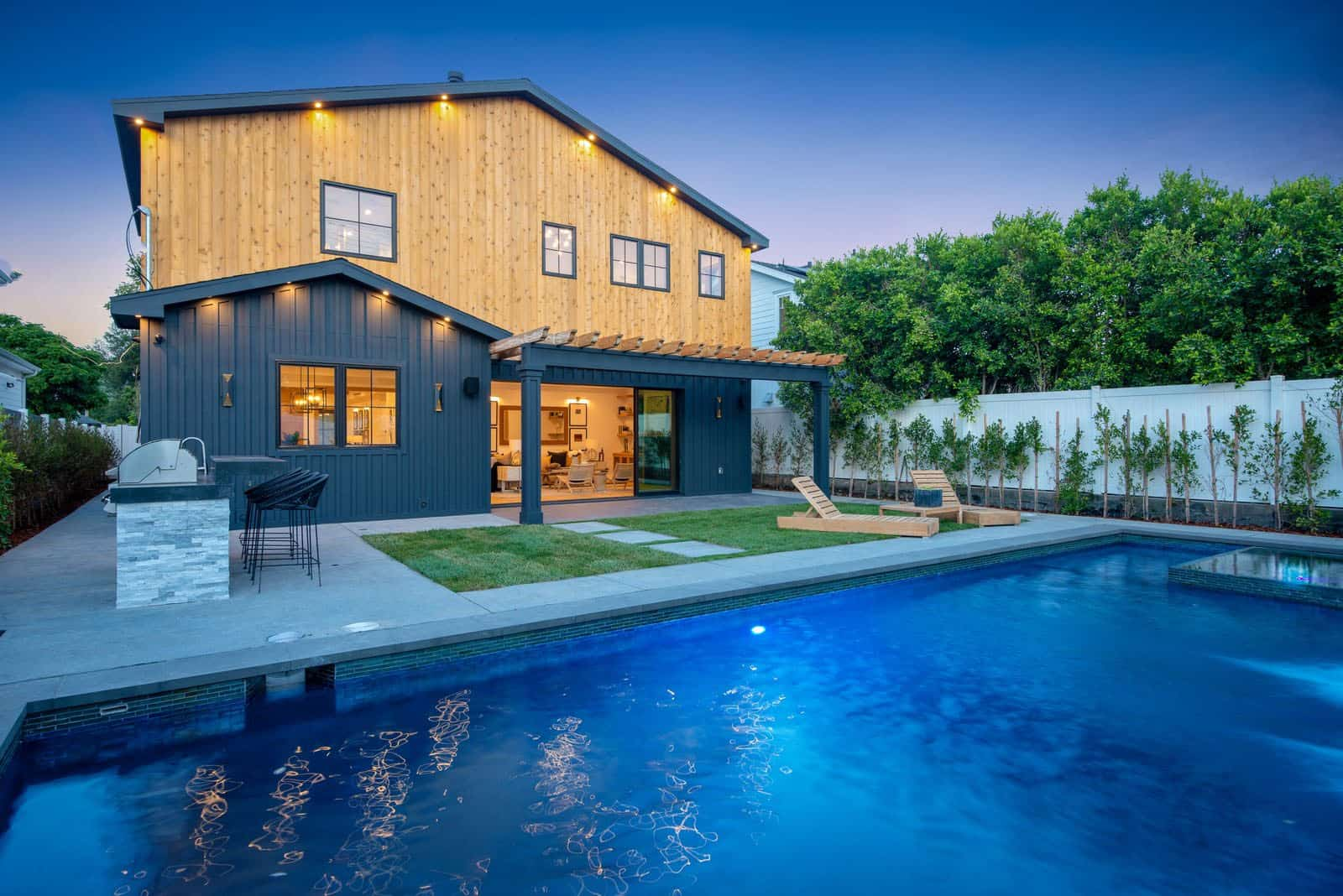 modern-farmhouse-swimming-pool