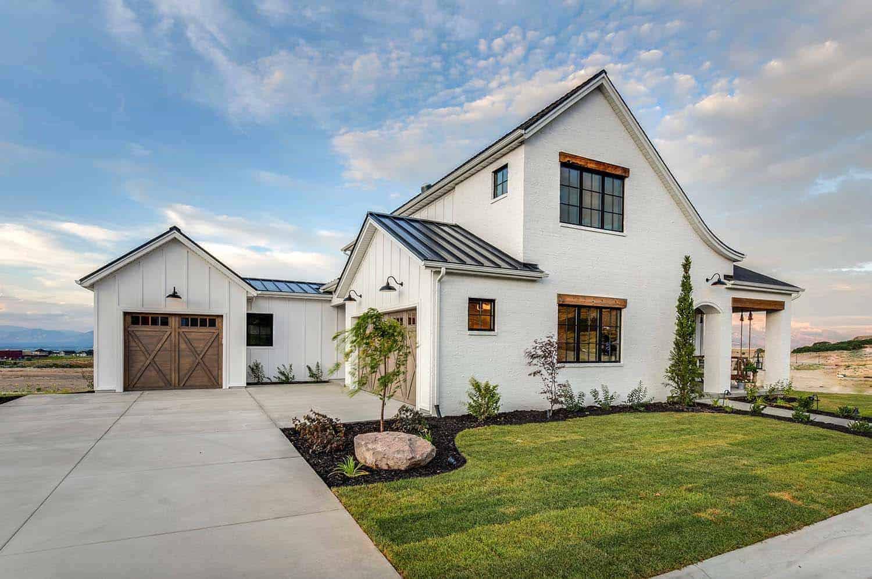 modern-farmhouse-style-model-home-exterior