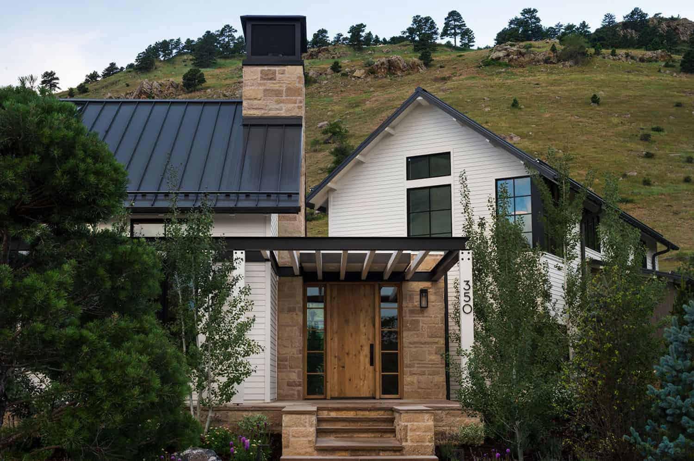 modern-farmhouse-sanctuary-exterior