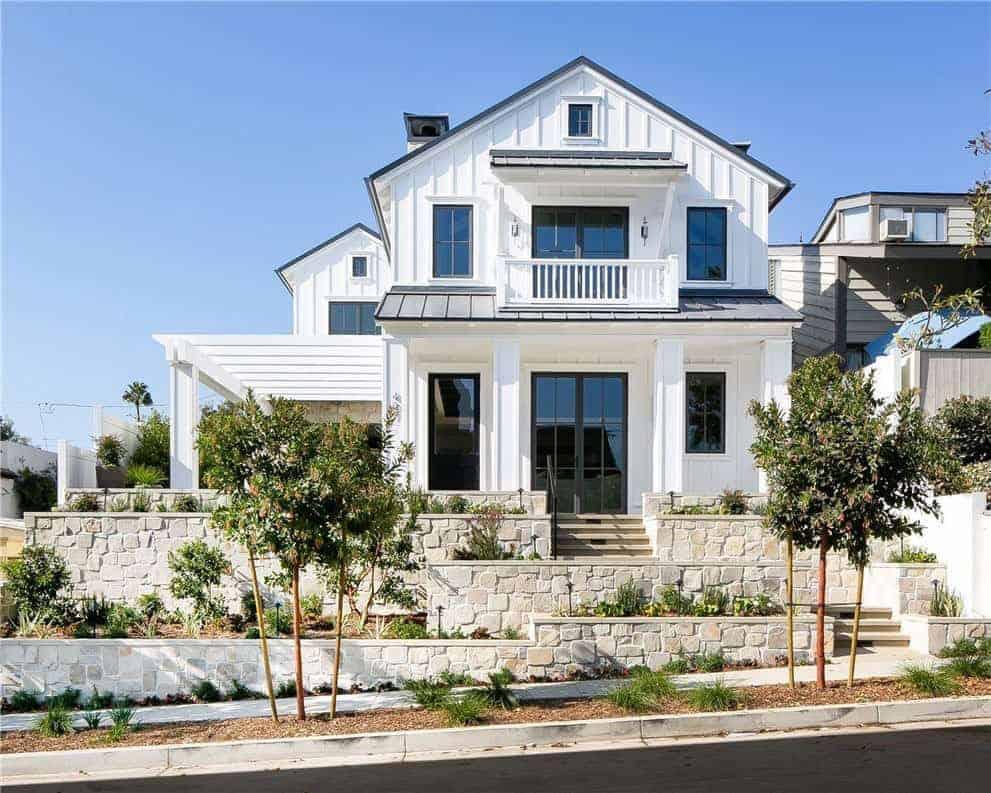 modern-farmhouse-style-home-exterior