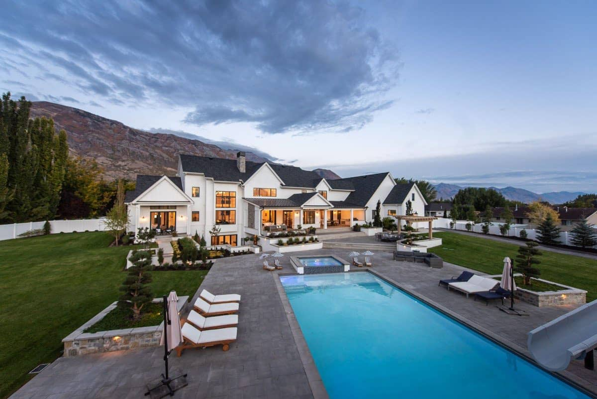 Absolutely incredible modern farmhouse with a fabulous pool in Utah