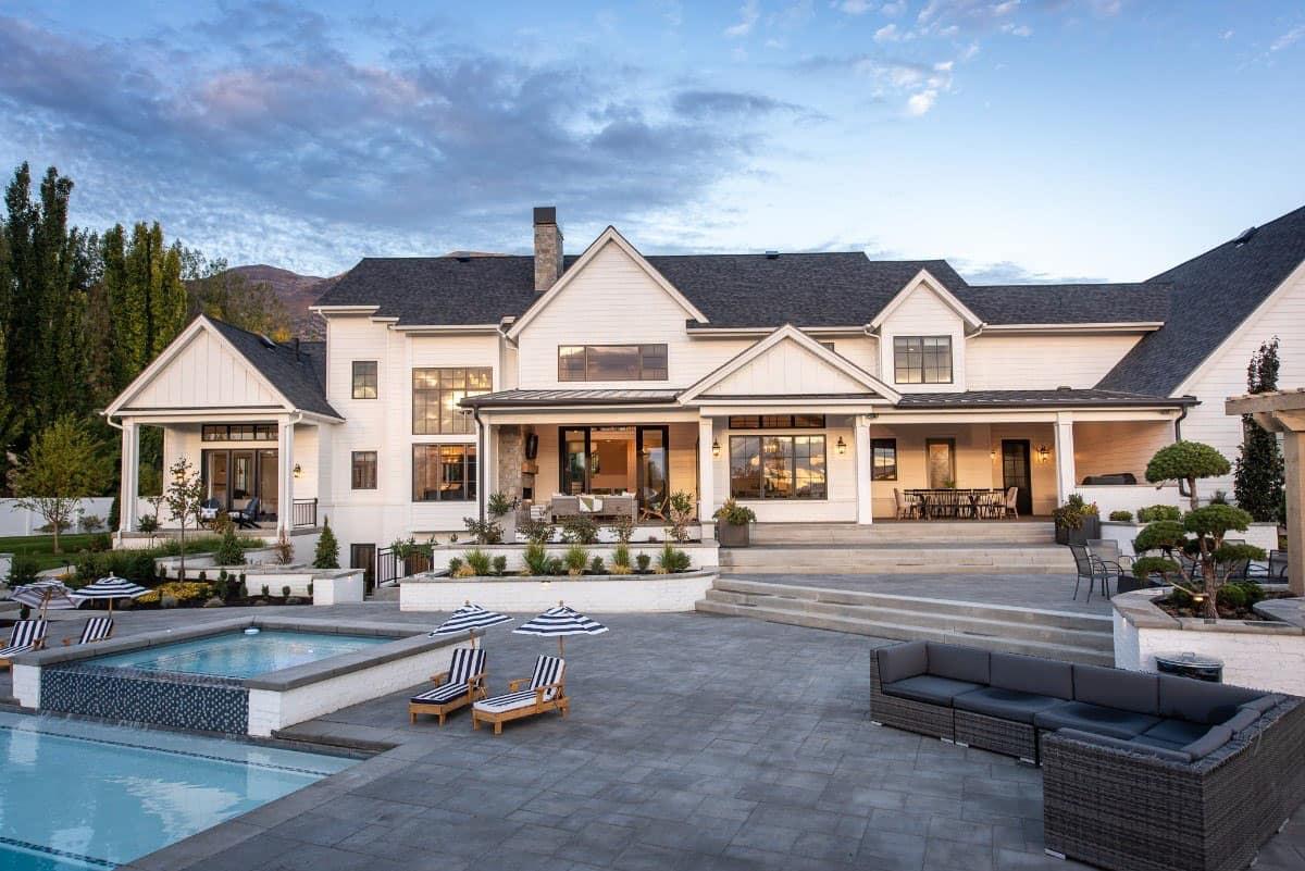 modern-farmhouse-exterior