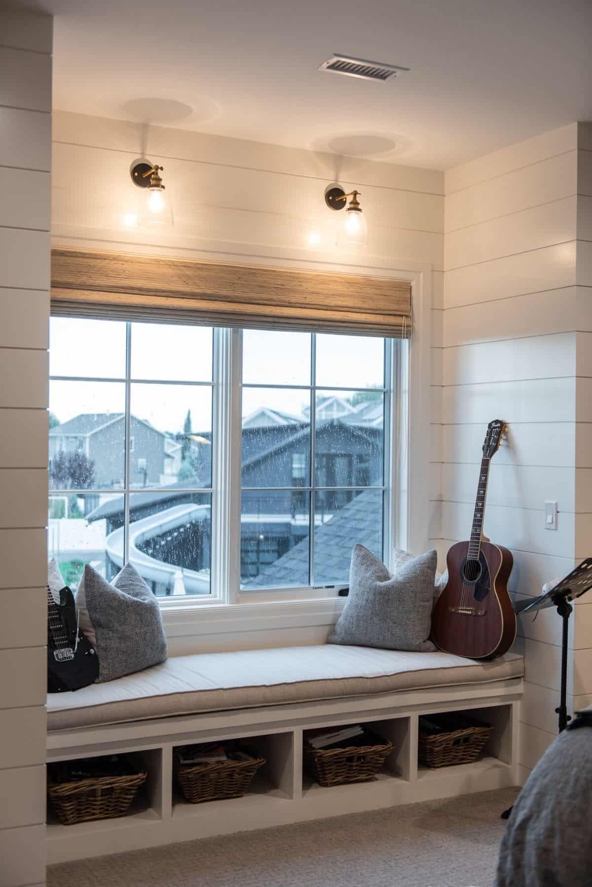 modern-farmhouse-kids-bedroom-window-seat