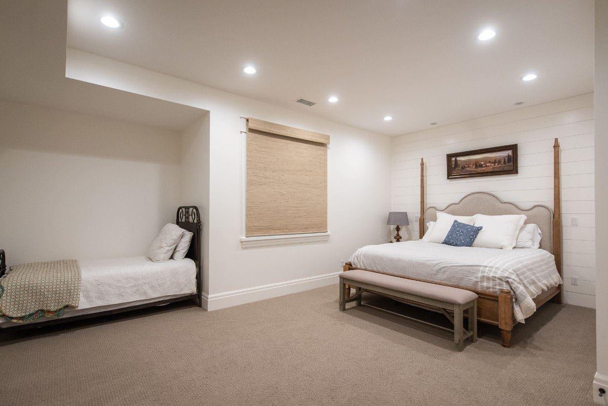 modern-farmhouse-guest-bedroom