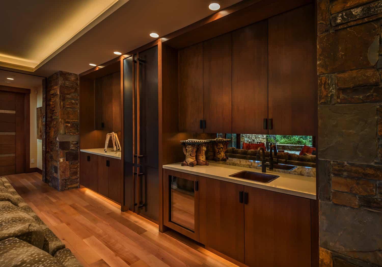 mountain-modern-home-bar