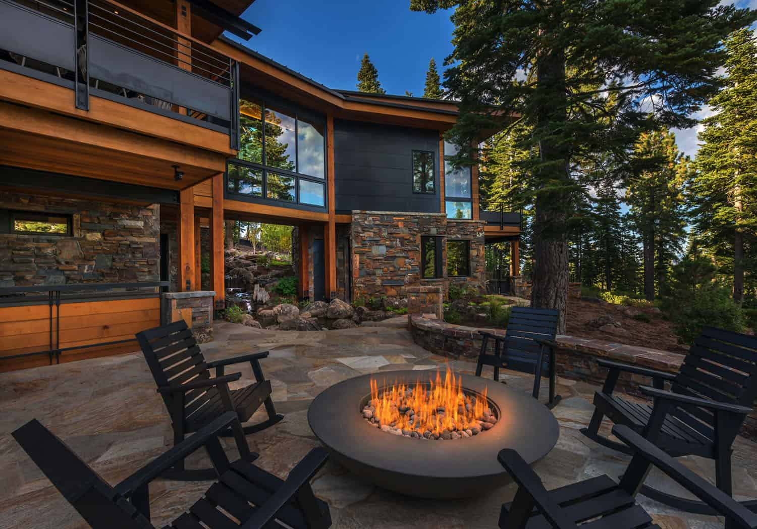 mountain-modern-home-patio-fire-pit