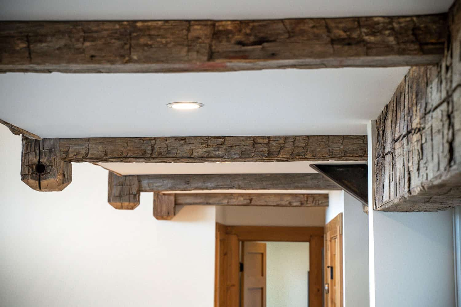 modern-mountain-reclaimed-wood-ceiling-detail
