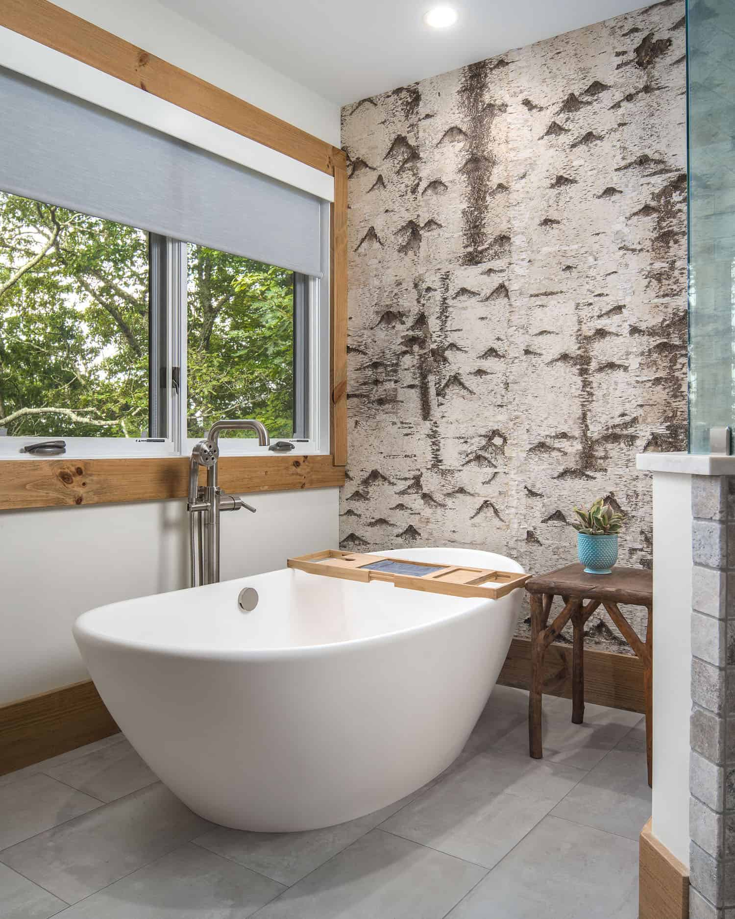 freestanding-tub-birch-accent-wall