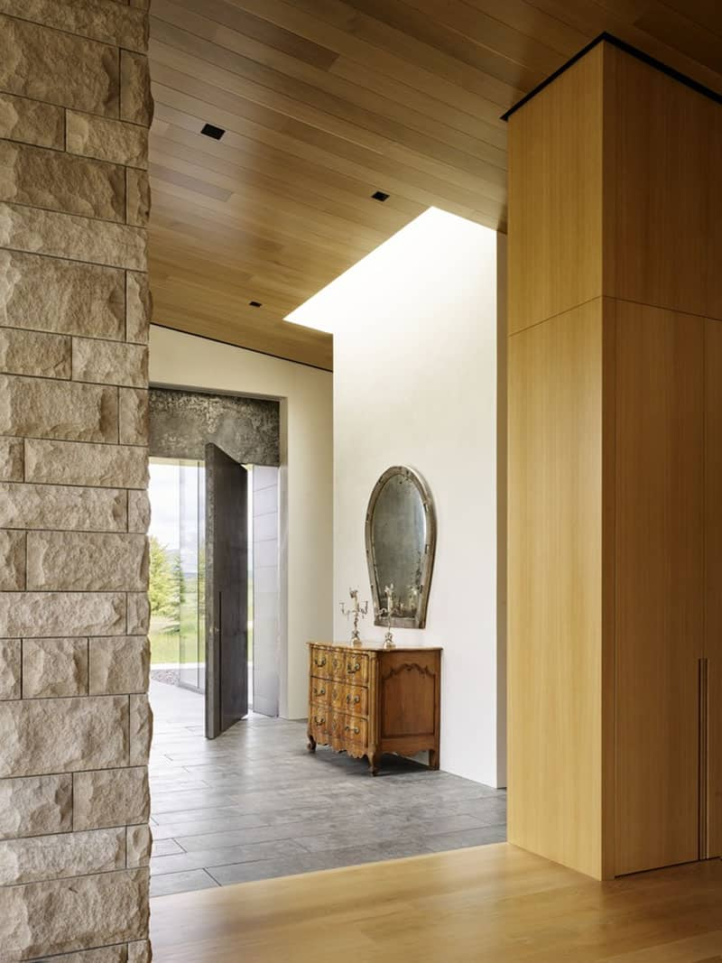 ranch-modern-entry