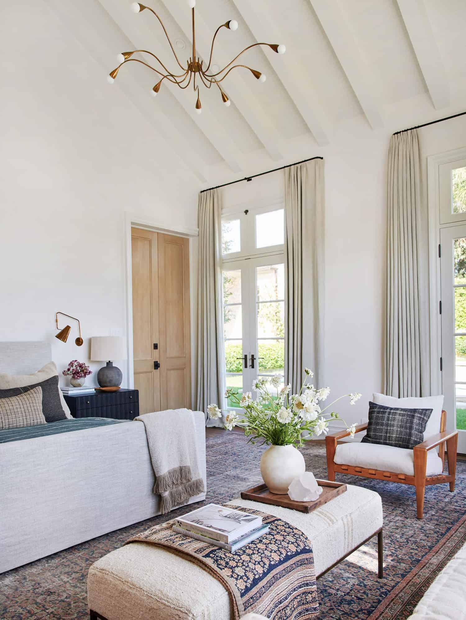 rustic-farmhouse-style-bedroom