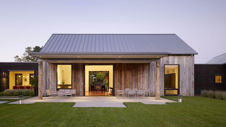 rustic-modern-entertainment-barn-exterior