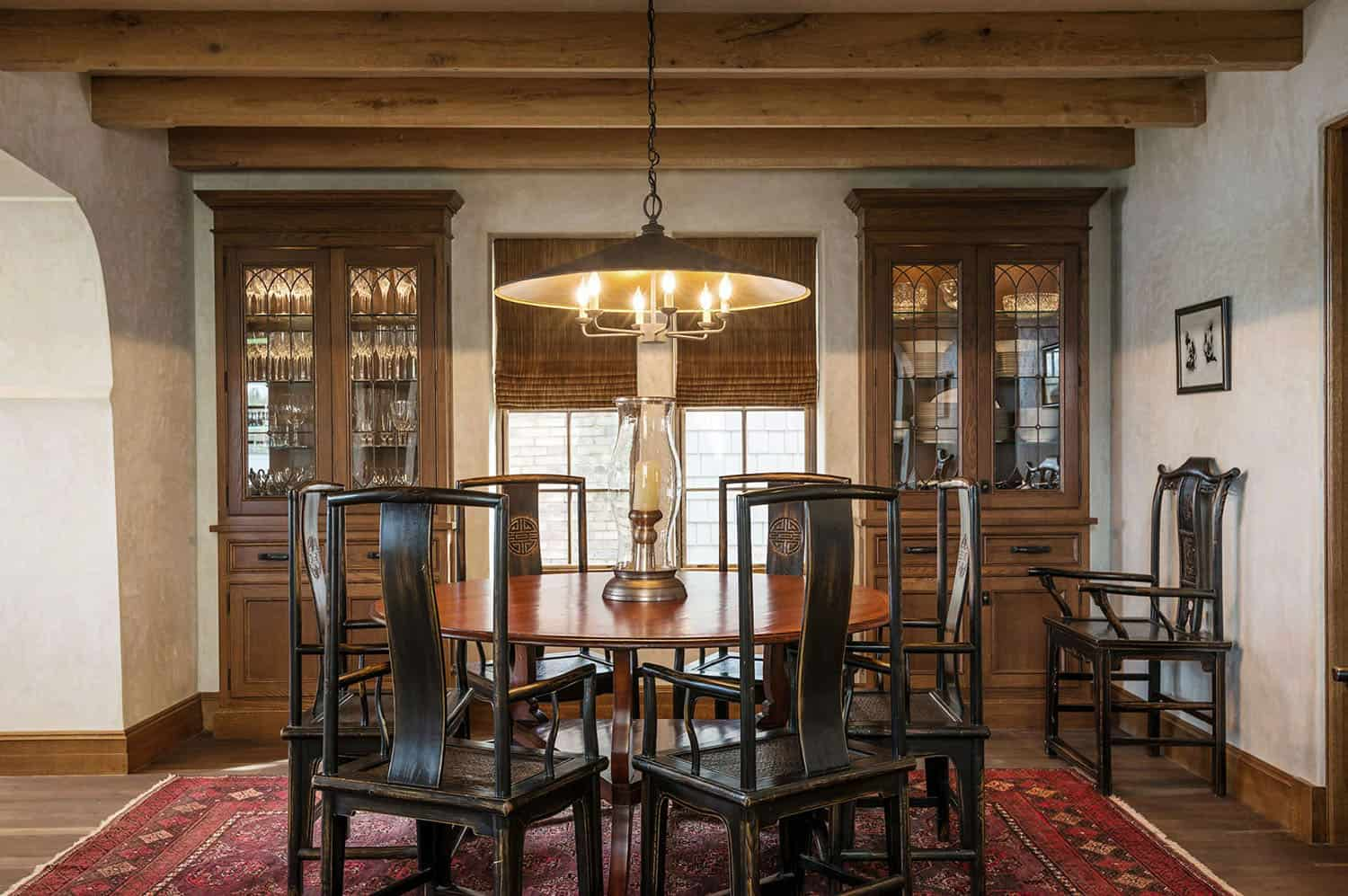 traditional-stone-cottage-dining-room