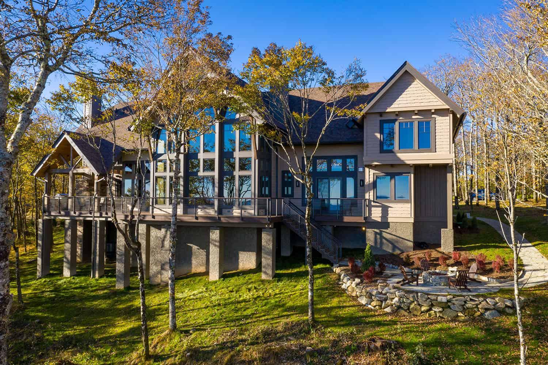 timber-frame-mountain-retreat-exterior