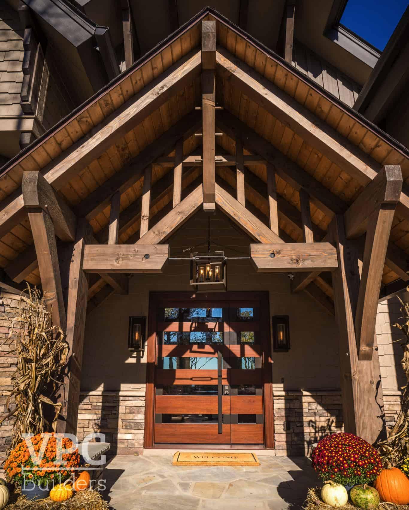 timber-frame-mountain-retreat-entry