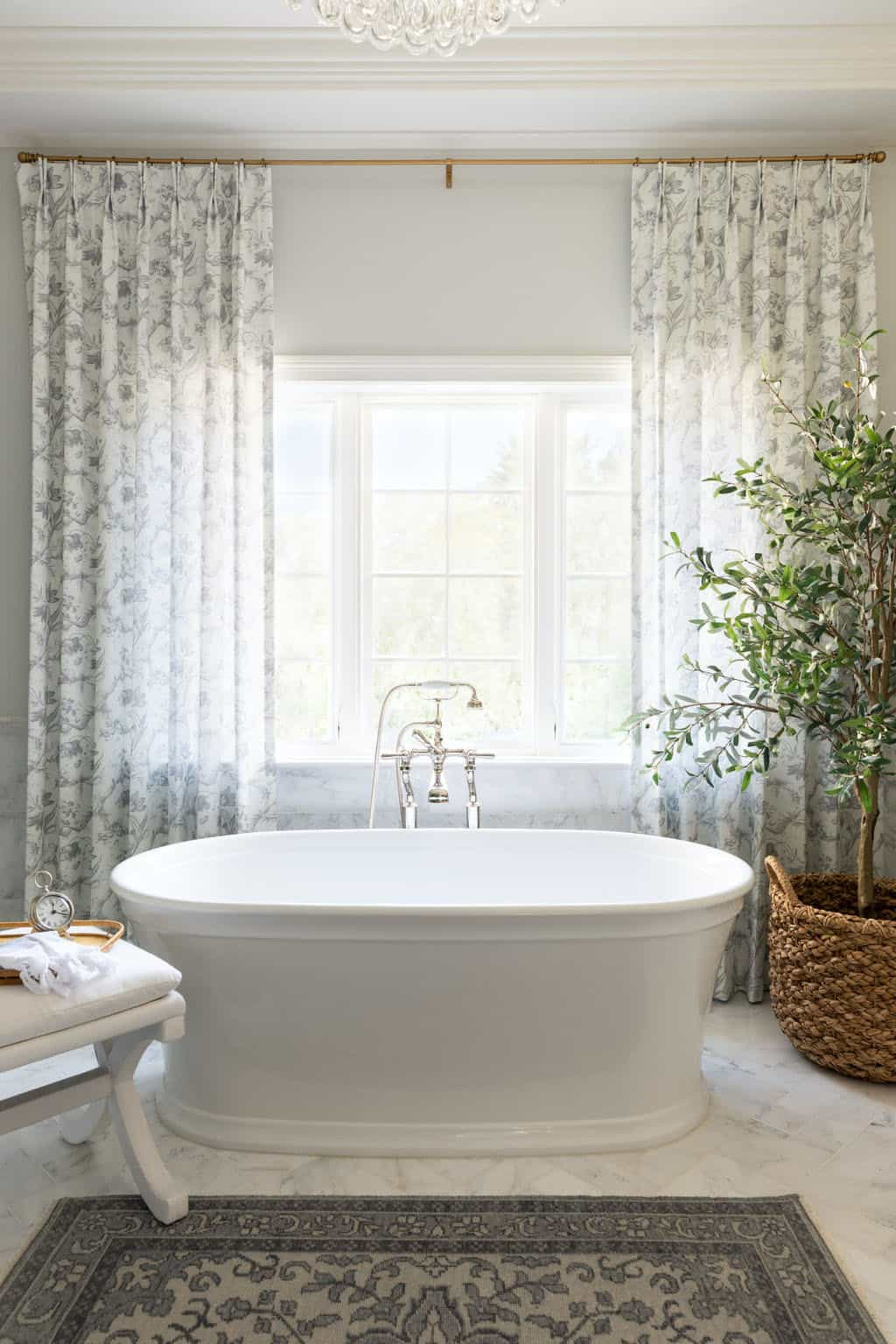 master-bathroom-with-sophisticated-styling