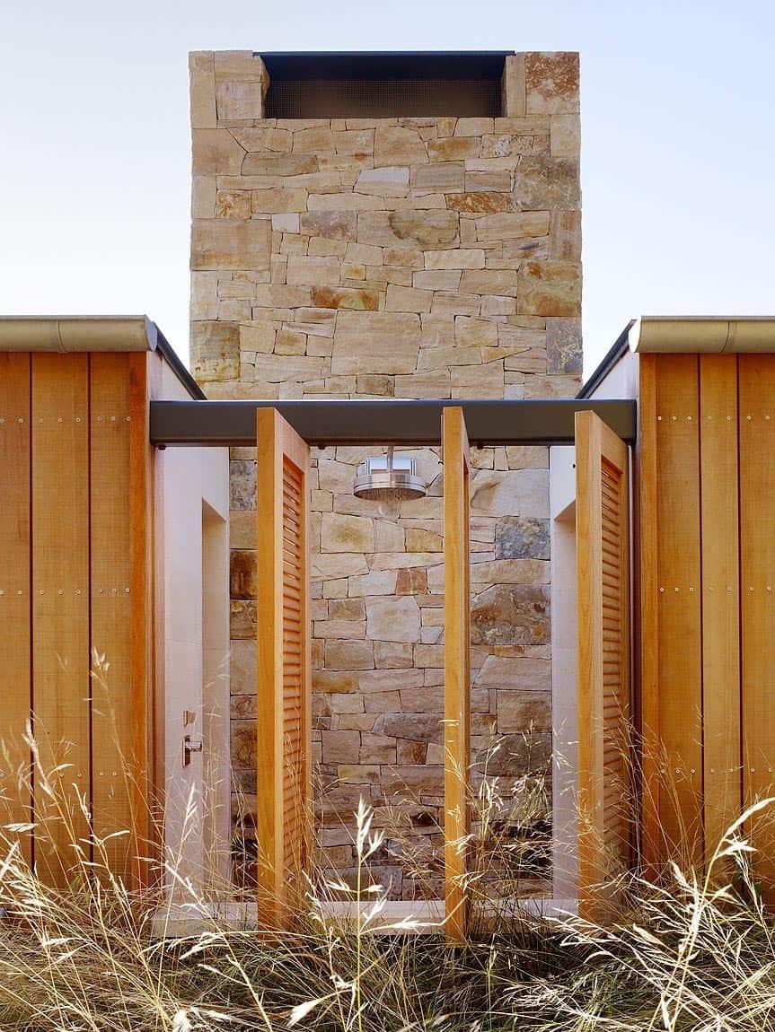 farmhouse-outdoor-shower