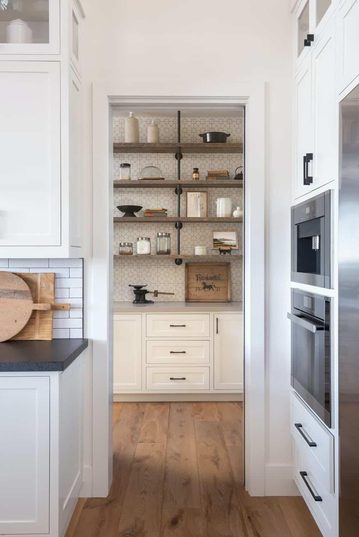 moderna-seoska kuća-kuhinja-ostava