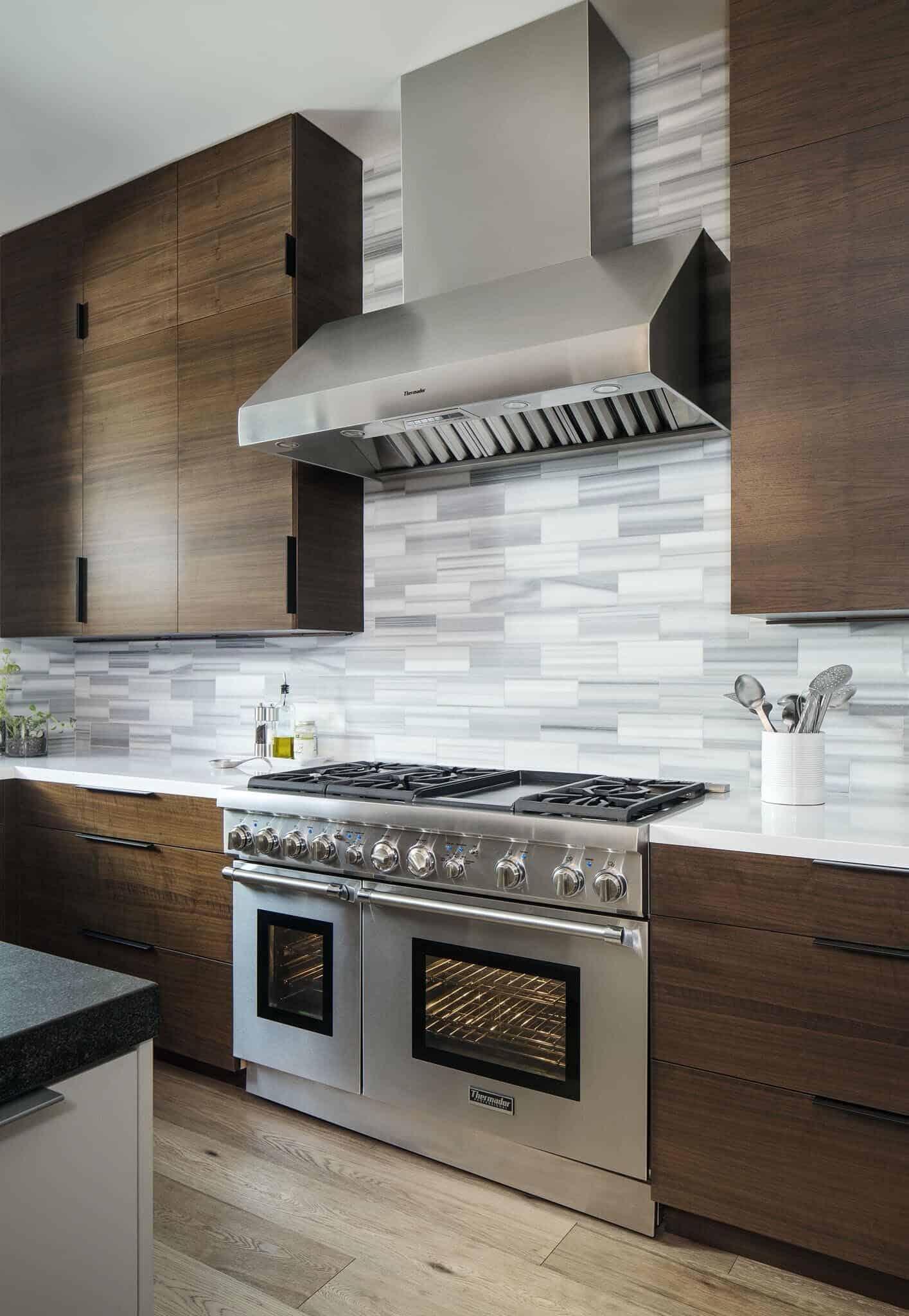 coastal-mid-century-kitchen