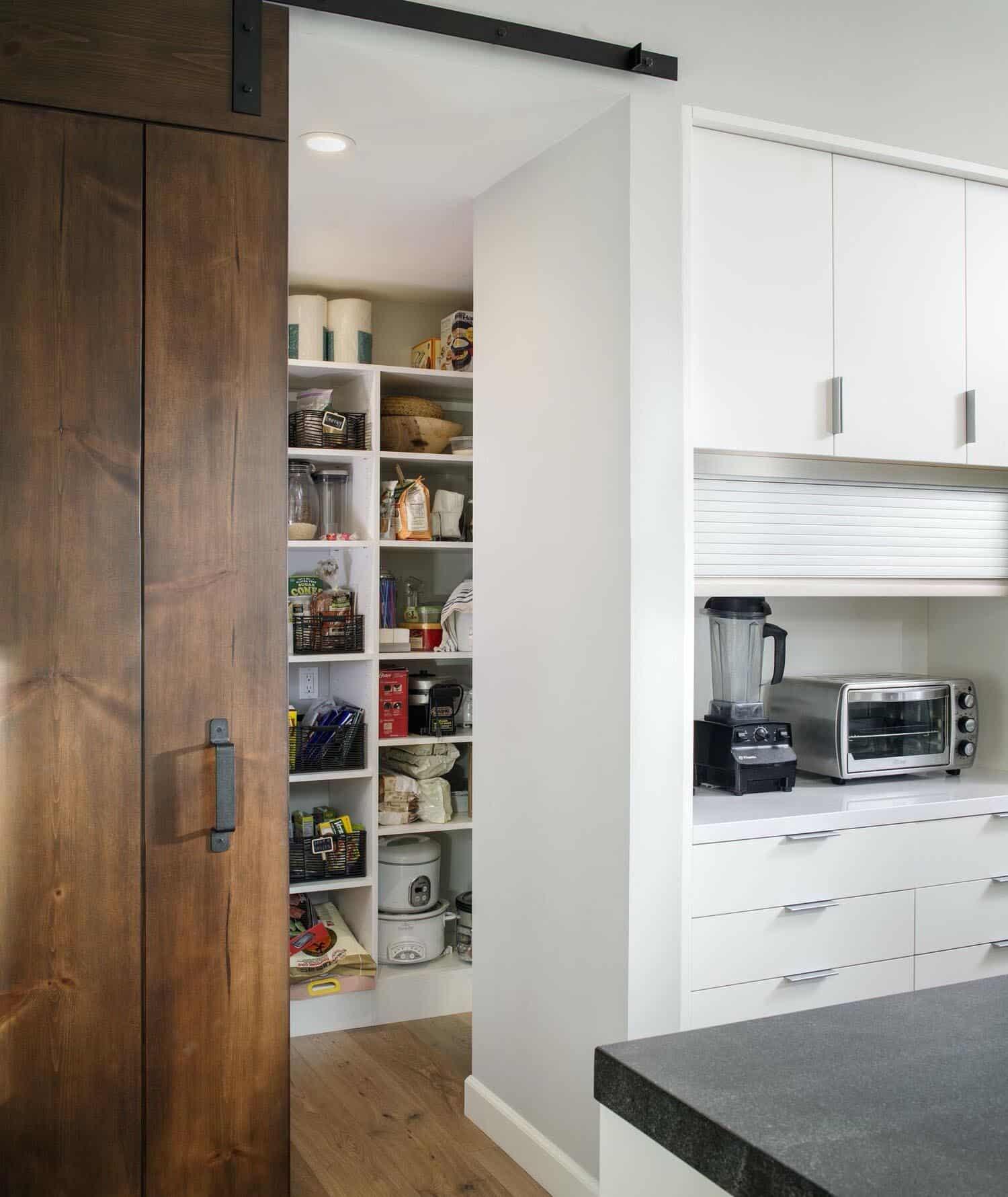 coastal-mid-century-kitchen-pantry