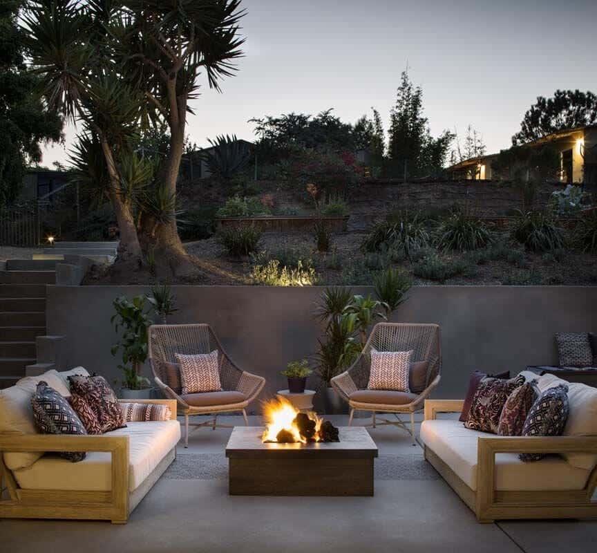 coastal-mid-century-outdoor-patio