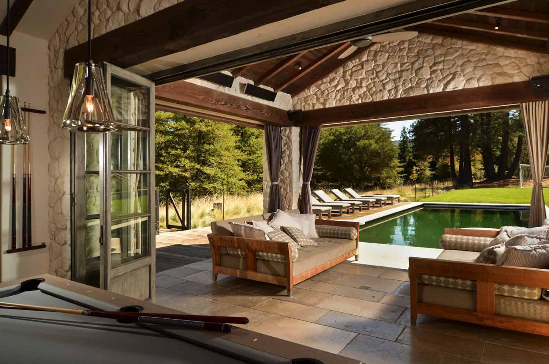 mediterranean-covered-patio