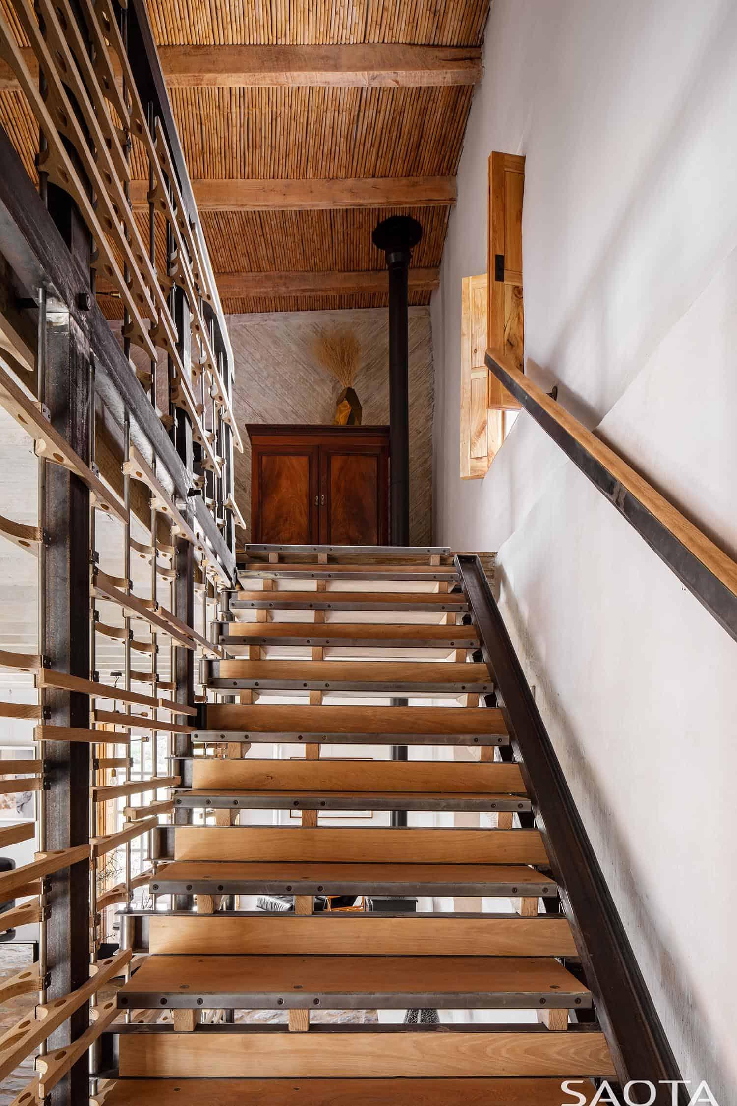heritage-farm-staircase