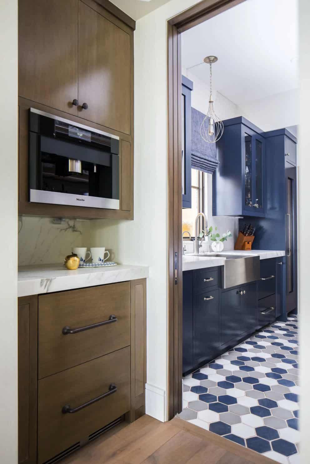 mediterranean-kitchen-pantry