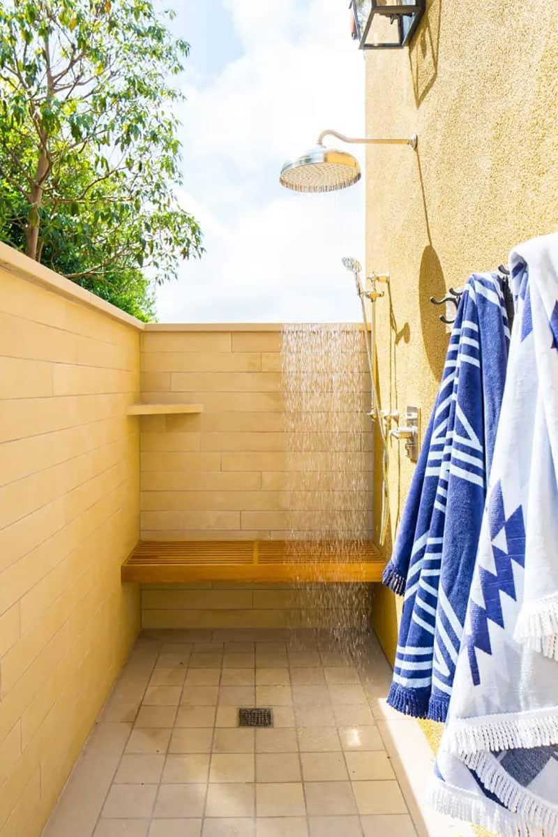 mediterranean-outdoor-shower