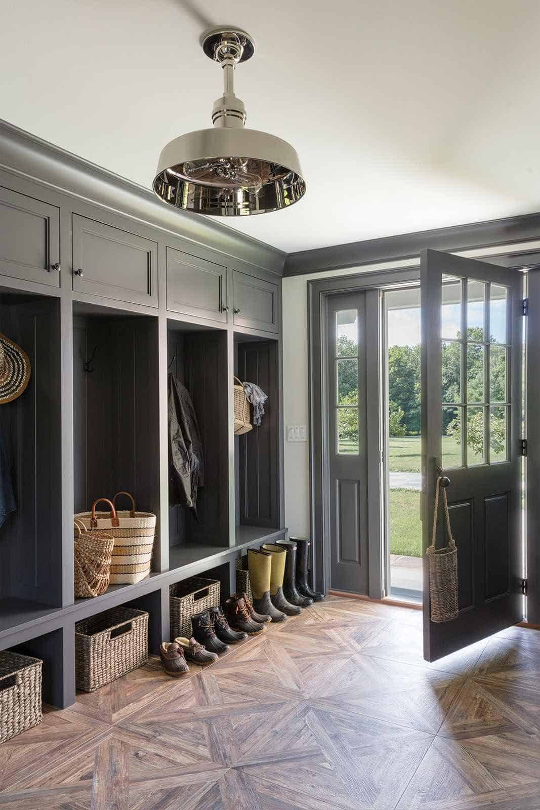 modern-farmhouse-mudroom-entry