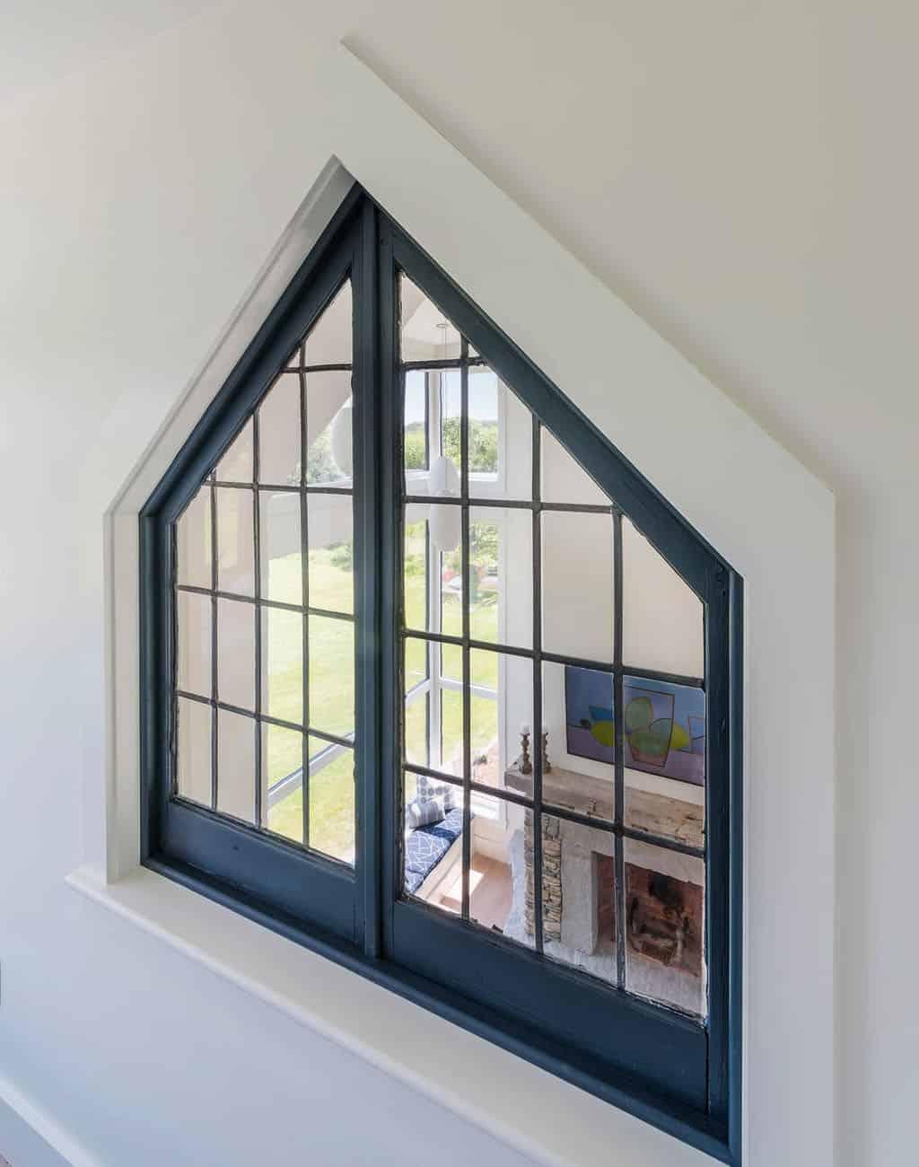 moderna-seoska kuća-obnovljena-prozor-s pogledom na-dnevnu sobu